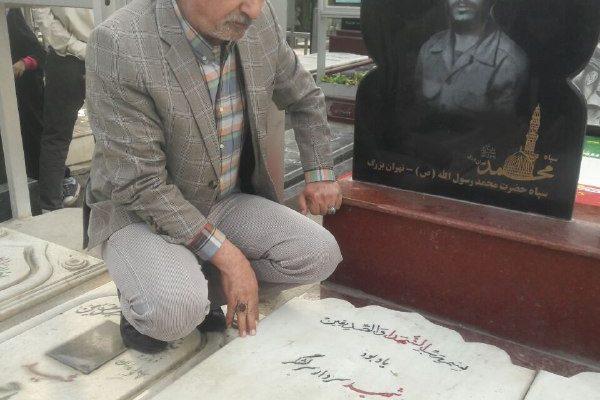 حضور سیداحمدنبوی دبیر کل حزب همت بر سر مزار شهید همت